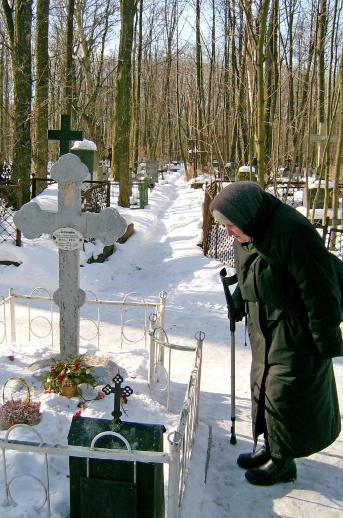 На поклон к Матушке. Смоленское кладбище. 2015 г.