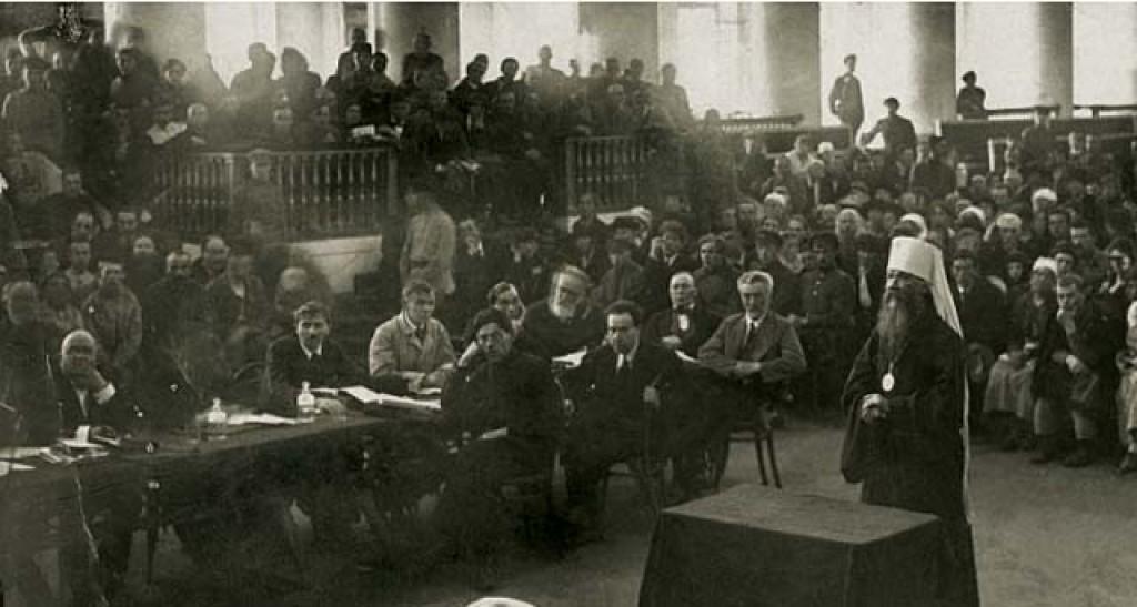 Митрополит Вениамин на заседании Петроградского ревтрибунала. 1922 год. РГИА
