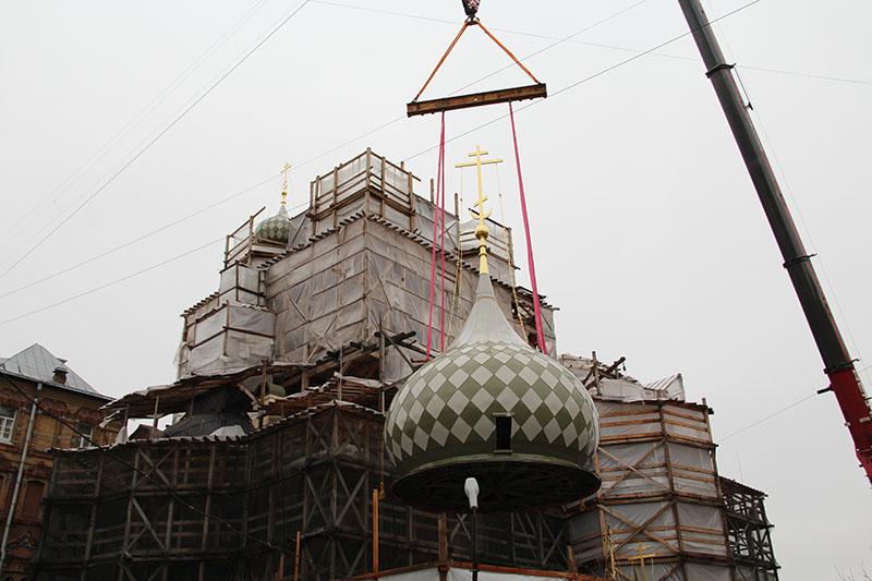 Подъем большого купола. 7 декабря 2019 года