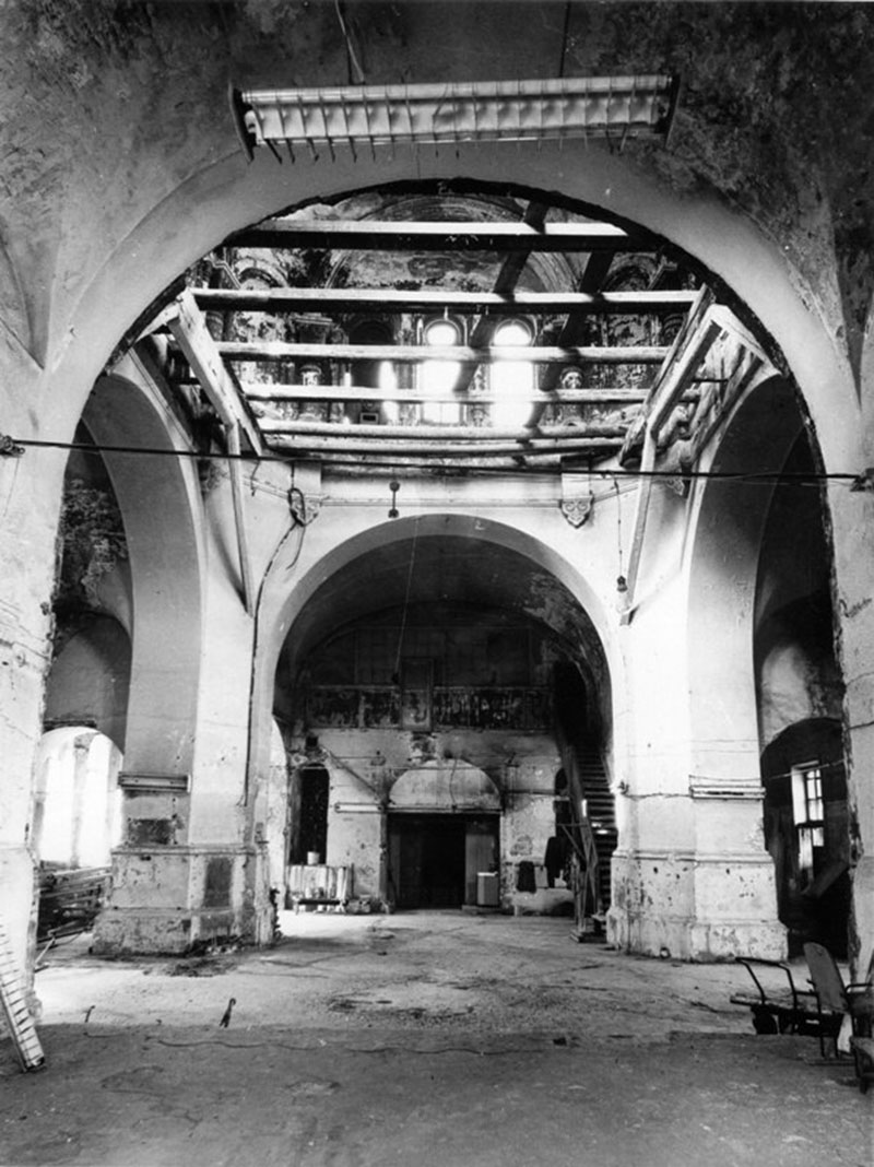 Внутренний вид помещений храма в 1989 году на момент начала восстановления