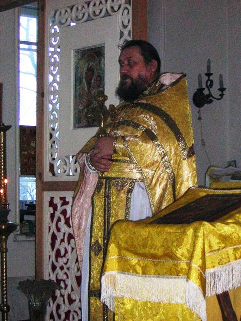 Первый настоятель храма Сергий Васильевич Попов (декабрь 1996 – август 2009).
