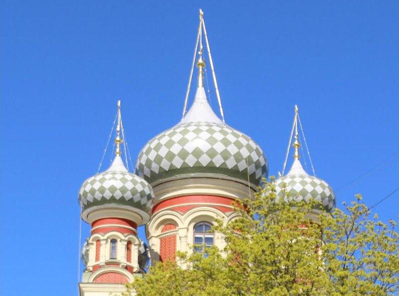 Купола церкви Покрова Пресвятой Богородицы на Боровой сегодня