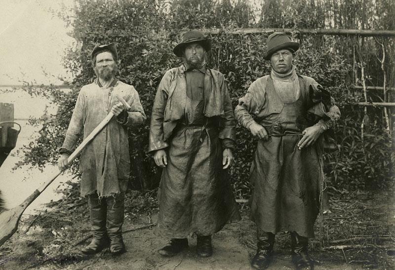 Рыбаки в ловецких костюмах. Русские. Костромская губ. Фотоархив РЭМ.1907 год.