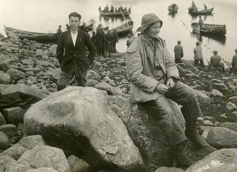 Рыбаки возле пристани. Русские. 1913. Фотоархив РЭМ.