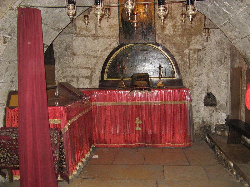 Придел святых Иоакима и Анны, справа от лестницы